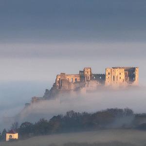 ... čas sa mení, hrad zostáva ..