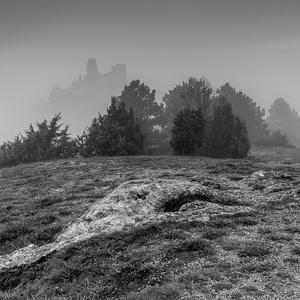 Ranná hmla na hrade