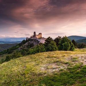 Svitanie na Čachtickom hrade II.