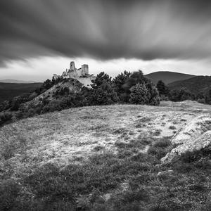 Čachtický hrad pri západe