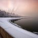 Ráno nad zimným jazerom