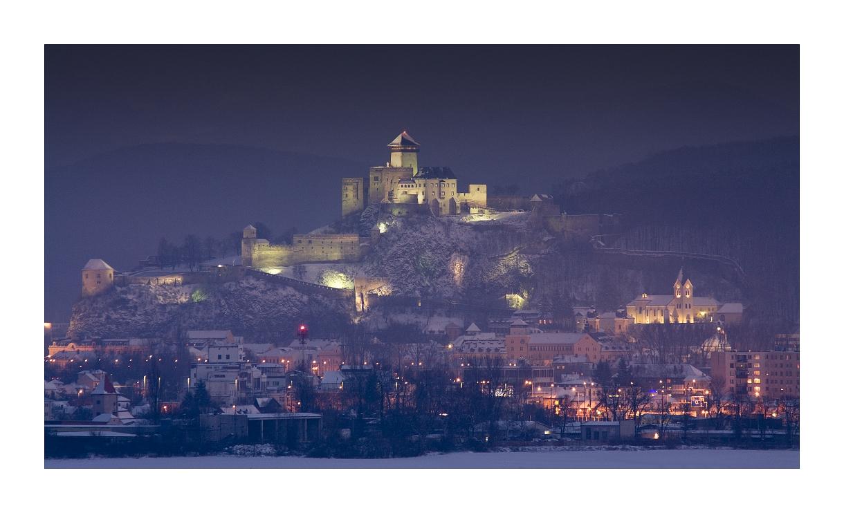 Zimný  večer nad Trenčínom