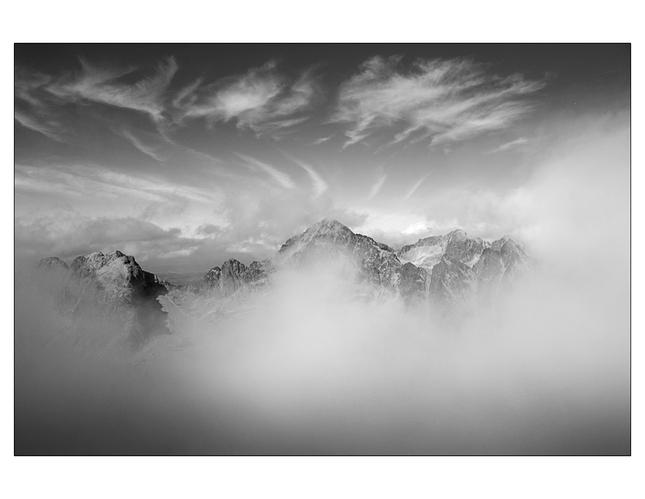 Tatry v oblakoch ( BW )