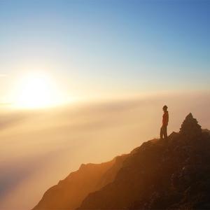 Polnočné slnko nad Lofotami