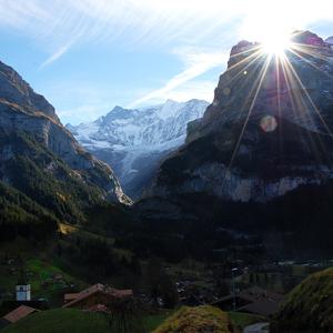 zapadajúce slnko nad Eigerom