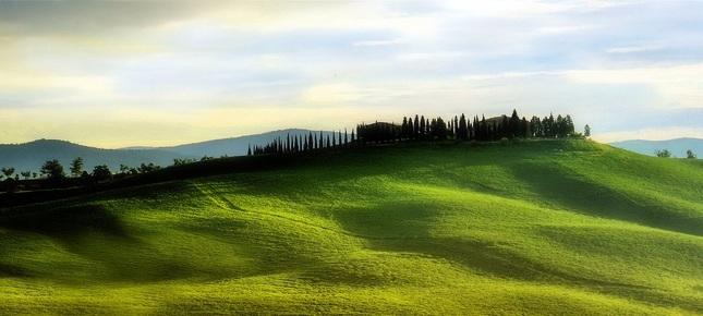 Na zelenom kopci domčeky stoja..