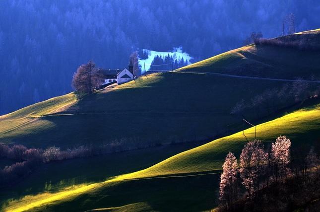 Kaplnka medzi horami..