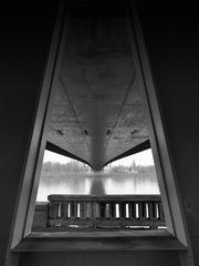 Okno pod mostom