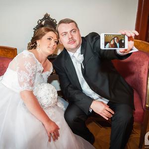 Let Me Take a Wedding Selfie