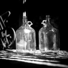 Zátišie s fľašami