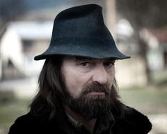 V klobúku