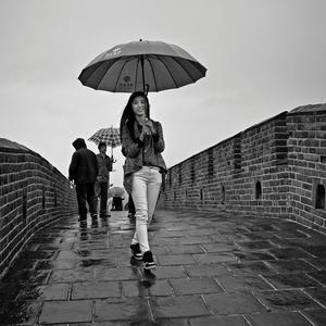 Pod dáždnikom úsmev číha