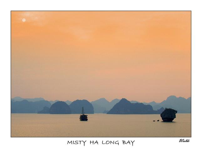 Zahmlená zátoka Ha Long