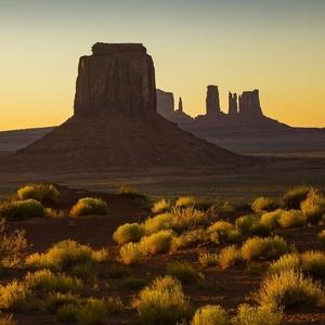 Večer v Monument Valley