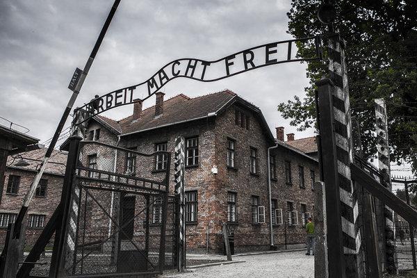 Vstupná brána do Osvienčimu