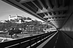 Nový most vs. hrad