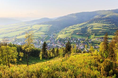 Stará Bystrica z rozhľadne na Bobovci