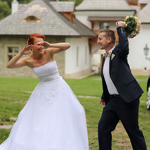 Ženu ani kvetinou neu...