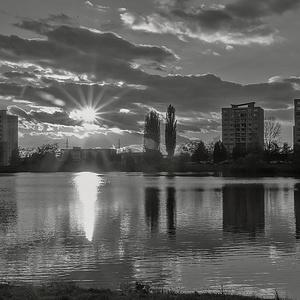 západ slnka na jazere