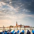 Oblačné svitanie v Benátkach