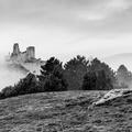 Hmlisté ráno na hrade