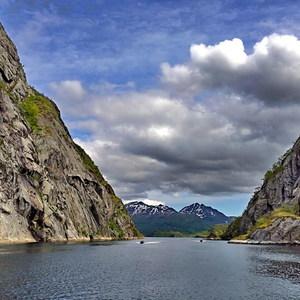 v Trollfjorde