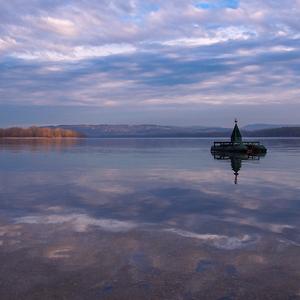 ... Dunaj s bójou na sklonku dňa