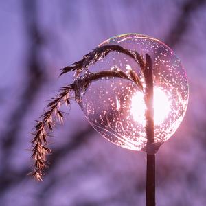 ... lampáš s ukváreným slnkom