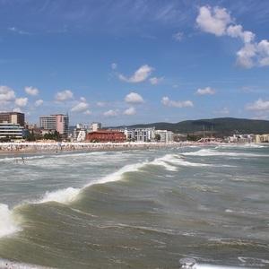 vlny na Slnečnom pobreží