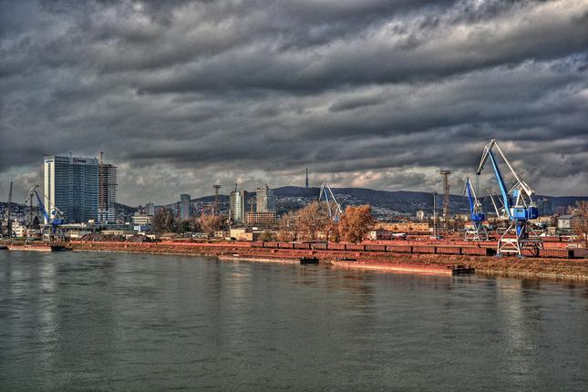 Bratislavský prístav HDR