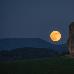 Východ mesiaca nad Milojom
