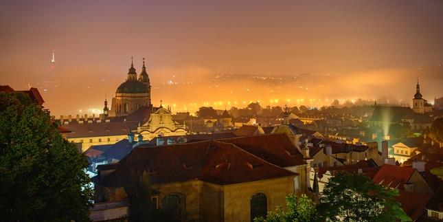 Ranné hmly z Pražského hradu
