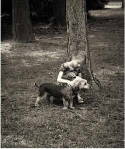 Dievčatko so psom.