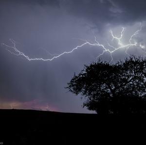 Útek pred búrkou