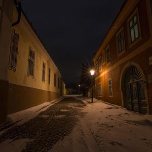 Nočná ulica na hrade