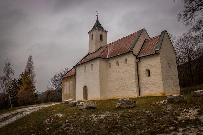 Kostol v Kostolanoch p. Tribéčom