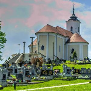 Kostol na kalvárii v Komjaticach