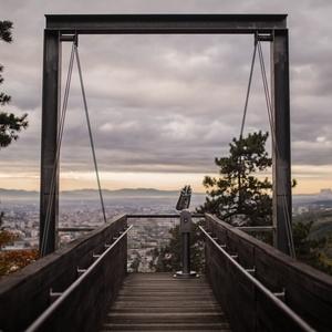 Ďalekohľad nad mestom