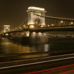 Nočná Budapešť