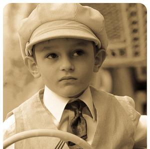 chlapec v autičku