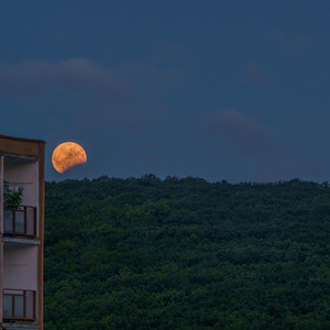 "Dnes vyšiel ""divný"" Mesiac."
