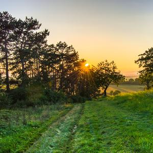 západ slnka nad dedinou