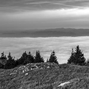 hory v oblakoch