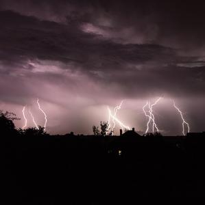Búrka na obzore