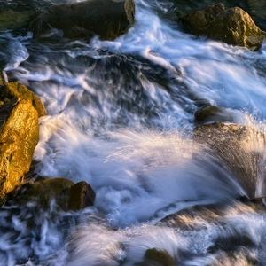 ráno v prúde rieky