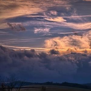 rozfúkané mraky