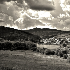 Dedinka v údolí BW