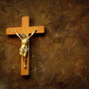 kríž na stene