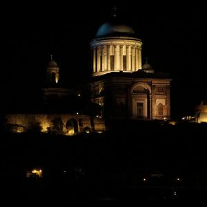 Bazilika v noci