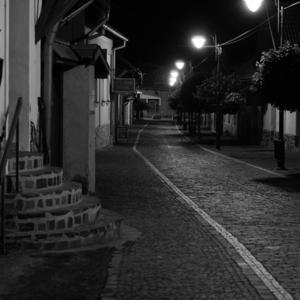 Nočnou ulicou